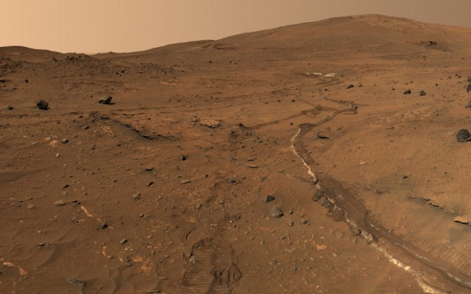 mars-rover-looks-back